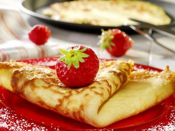 Перед добавлением яиц в тесто, их необходимо хорошо взбить.