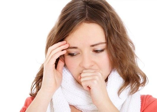 Если беспокоит кашель, капните три капли йода в стакан с горячей водой и выпейте.