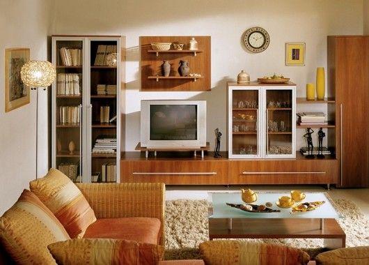 В гостиной тоже должно быть достаточно просторно. Важно, чтобы все нужные предметы были рядом. К примеру, если вы захотите прилечь на диван, почитать хорошую книгу, настольную лампу не нужно будет искать по всему дому.