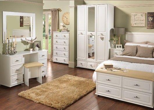 Дизайнеры считают, что мебель из одной коллекции говорит о том, что у хозяина нет времени заниматься интерьером своего жилища и абсолютно нет вкуса.