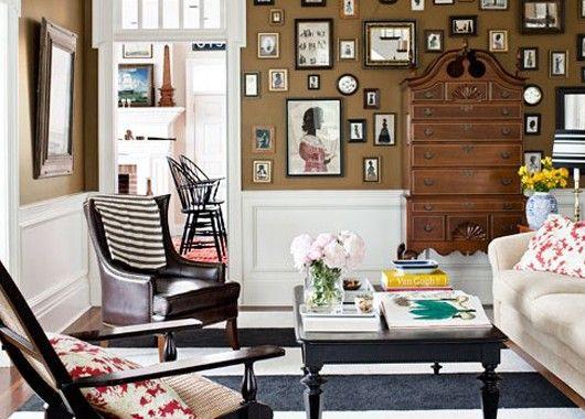 Если в доме вашем имеется несколько похожих вещей, к примеру ваз, можно собрать их все и поставить на видном месте. Вы получите симпатичную коллекцию, ни один из экземпляров которой не затеряется среди прочих предметов интерьера.
