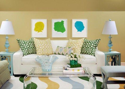 Пуфики, подушки, пледы… Даже названия расслабляют. Смело размещайте их там, где можно сесть или лечь: кровать, диван, кресло, стул. Ваши друзья сразу же зачастят с визитами.