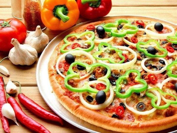 Добавление в тесто оливкового масла – один из главных секретов хорошей пиццы. Тесто становится гладким, эластичным.