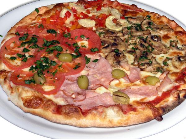 Многие пытаются сделать пиццу из того, что нашлось в холодильнике. Это не правильно. Важно соблюдать совместимость ингредиентов в пицце. Не стоит добавлять нетипичные начинки: яйца, картофель и прочее.