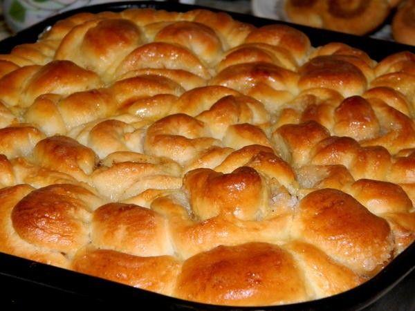 Солить обязательно нужно любое тесто. Вне зависимости от того, что из него получится в дальнейшем: сладкие круассаны или пирожки с капустой.