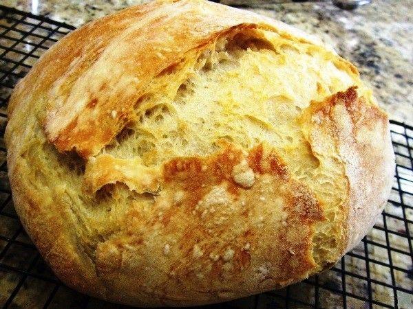 Ложка растительного масла (без запаха) – и тесто становится более нежным и эластичным, оно начинает отставать от рук. Да и вкус масло улучшит.