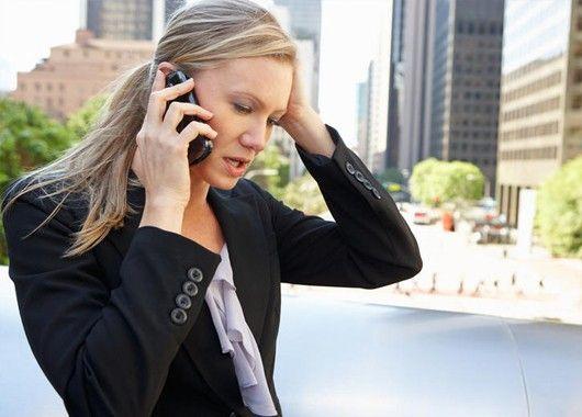 Когда дело доходит до выполнения каких-то конкретно поставленных задач, тишина - залог успеха. Выключите свой телефон на время, если вы кому-либо понадобитесь, они вам оставят голосовое сообщение (или просто напишут смс, которое вы получите позже).