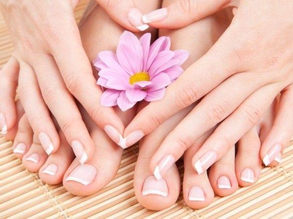 Восстанавливаем здоровый цвет ногтевой пластины. Для этого приготовим такую мазь, которую стоит использовать каждый день: смешать 1 ложку глицерина, столько же лимонного сока, и 3 ложки розовой воды.