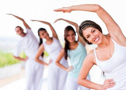Не забывайте о спорте. Йога, фитнес и др. укрепят мышцы, формируя хорошую осанку.
