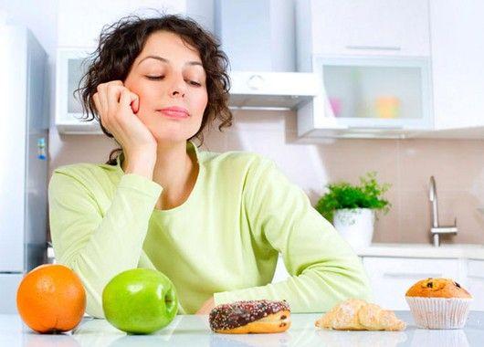 Выпекайте домашний хлеб.  Это не просто способ обеспечить себя настоящим, свежим и ароматным хлебом. По некоторым подсчетам, экономия по сравнению с магазинным хлебом составит 30–40%, что в расчете на год не так уж и мало.
