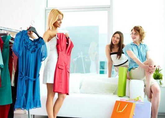 Не спешите покупать нужную вам вещь в первом попавшемся магазине — не поленитесь сравнить цены в разных местах. Как показывает практика, стоимость одной и той же одежды в разных магазинах может отличаться чуть ли не в полтора раза.