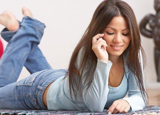 Не проверяйте почту и постарайтесь как можно меньше общаться по телефону. Вы в отпуске и имеете полное на это право. Не забивайте себе голову работой или решением каких-то вопросов, которыми вам заниматься не хочется.