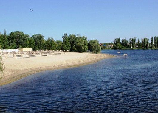 Загорайте! Если нет поблизости моря, то на озере или на реке, да хотя бы на полянке в лесу или парке.