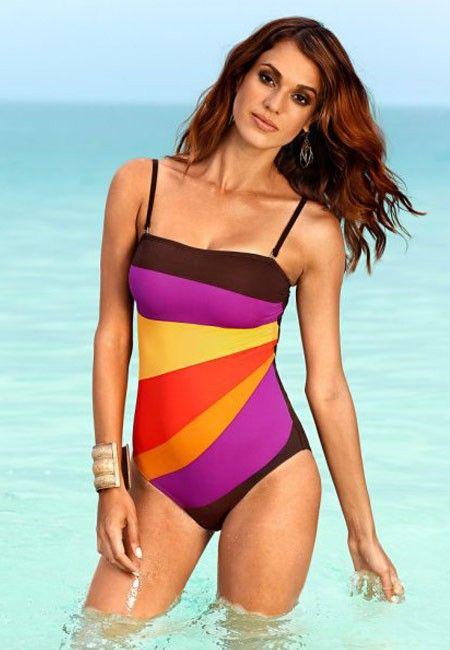 Широкие плечи также хорошо маскирует купальник с квадратным вырезом.
