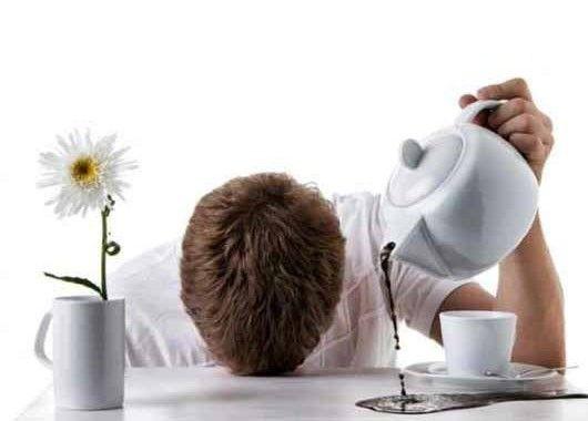 Для борьбы с усталостью полезны препараты, содержащие цинк, селен, железо, магний, витамины группы В, аскорбиновую кислоту, витамины А и Е.