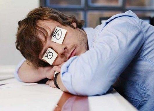 Исследования показали, что люди с депрессией могут в четыре раза чаще испытывать необъяснимую постоянную усталость, чем люди без депрессии. Аэробные упражнения, например, занятия дыхательной гимнастикой по 30 минут от трех до пяти раз в неделю, являются эффективным методом, как избавиться от сонливости при легкой и умеренной депрессии.