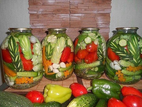 При заготовке овощей лучше отдать предпочтение недозрелым экземплярам. Это касается всех видов консервации, кроме овощной икры.