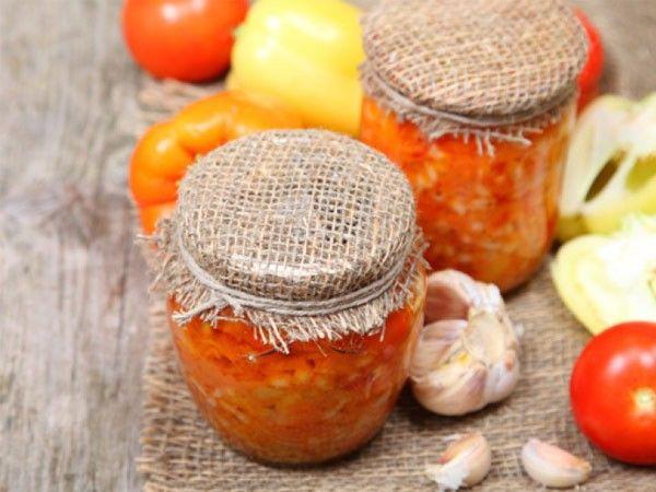 При заготовке грибов (икра, салаты, маринованные грибочки) нельзя злоупотреблять пряностями и специями, так как они могут заглушить неповторимый грибной вкус.