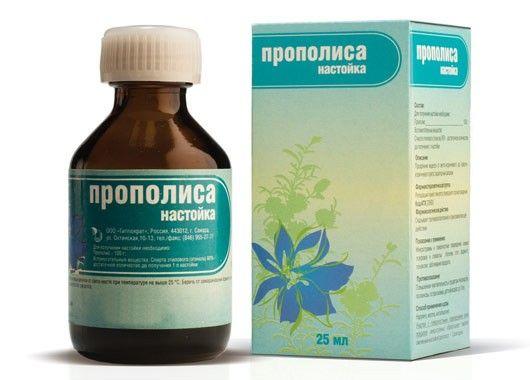Из народных средств также эффективны масло чайного дерева, настойка прополиса или календулы.