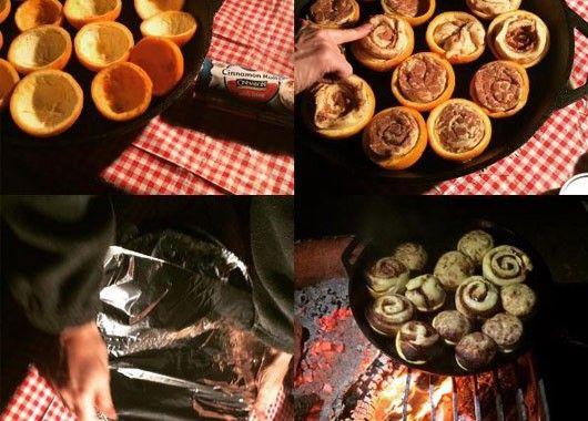 Отличная идея — сделать на костре слойки или кексы в формочках из апельсиновой кожуры.