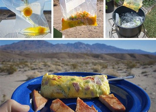 Приготовить омлет легко в кастрюле с водой с помощью пакета.
