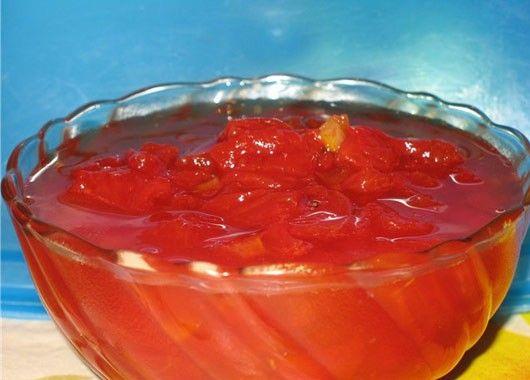 Для варенья понадобится: 400 г мякоти арбуза, 800 г сахара, 1 стакан воды, 3 лимона.  Мякоть арбуза без семян нарежьте кусками, поместите в кастрюлю с небольшим количеством воды и сварите до мягкости. Затем выжмите сок из лимонов и сотрите с них цедру. Из половины сахара, стакана воды и лимонного сока приготовьте сироп. Добавьте этот сироп и цедру к арбузной массе и варите ее на слабом огне, постепенно добавляя оставшийся сахар, пока не загустеет. Горячее варенье разлейте по банкам и закатайте.