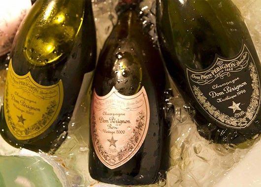 Если игристое вино выдохлось, не спешите его выбрасывать. Просто добавьте в него несколько изюминок.
