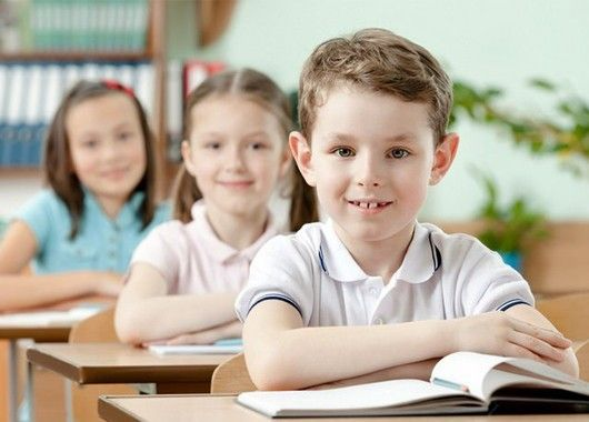 Создавайте перед уходом ребенка в школу хорошее настроение у него, обязательно расспрашивайте его ежедневно о том, как прошел день, сопереживайте с ним все происшедшее.