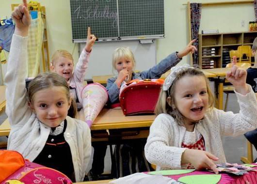 Проявляйте интерес к школе, классу, в котором учится ваш ребёнок. Очень полезно ребенка просто послушать.