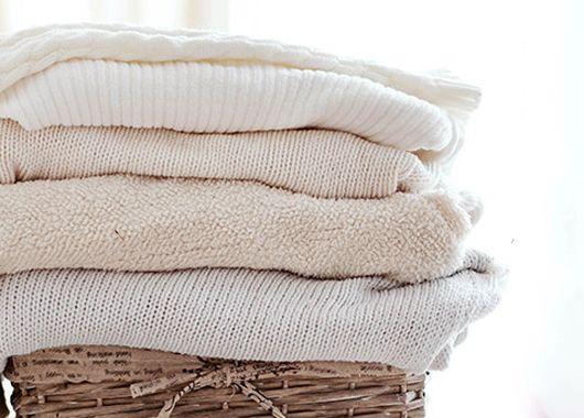 Изделия из белой шерсти могут снова стать белоснежными, если их прополоскать в воде с добавлением небольшого количества боракса.