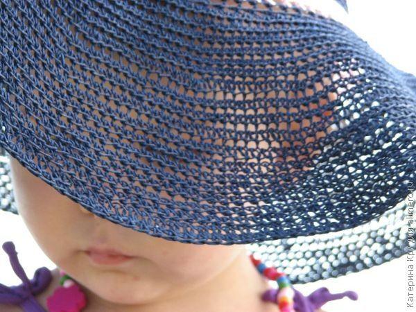 Вяжем крючком летнюю шляпку. Обе шляпки, выставленные в этом топике, изготовлены по одному принципу. Идея связать их возникла у меня после того, как год