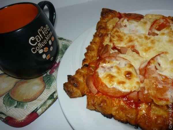 Пицца с копченой курицей на слоеном тесте рецепт
