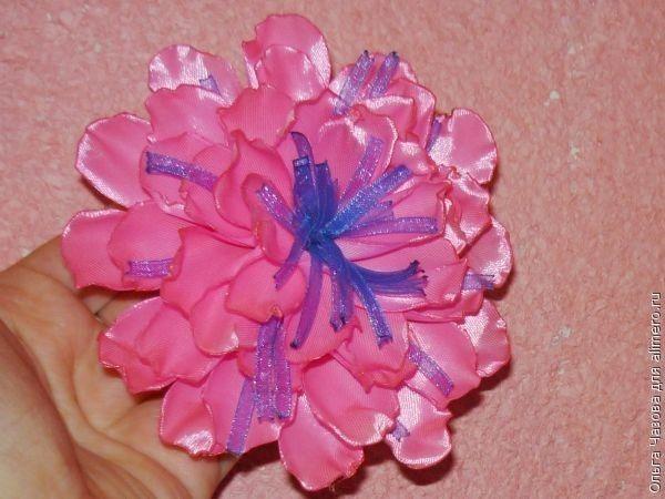 Цветок из тонких лент своими руками
