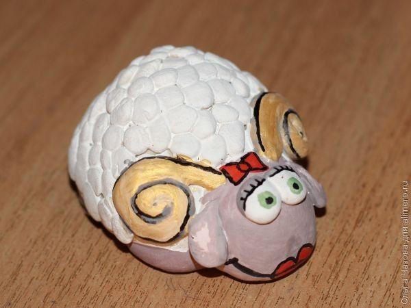 Сувенир овечка из соленого теста