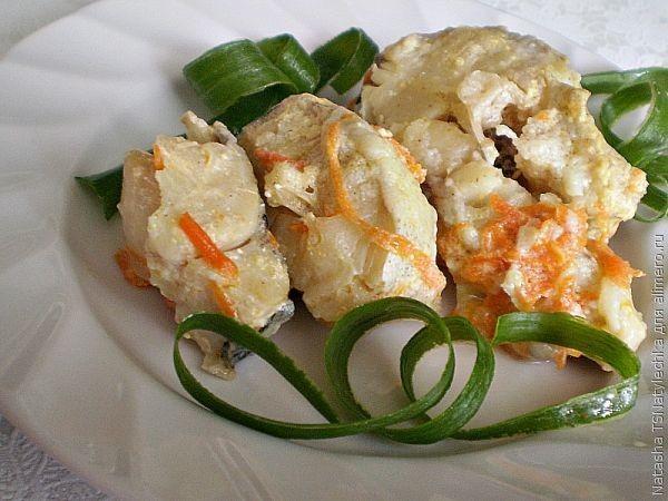 Рыба, тушеная с морковью в сметане