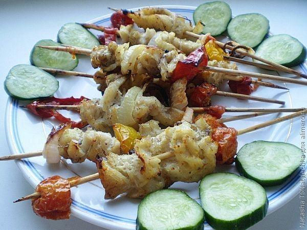 курица на шпажках в духовке с овощами