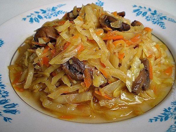 Тушеная капуста с мясом и грибами рецепт