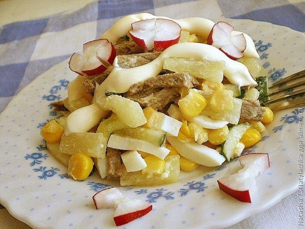 Салат с ананасом и говядиной