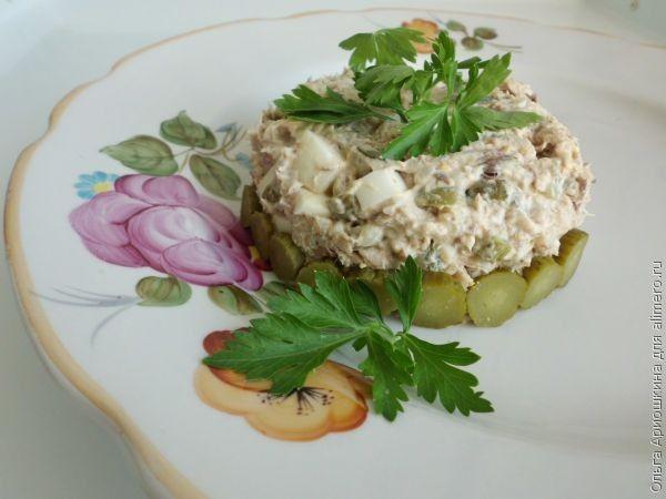 Салат из консервированной скумбрии с рисом