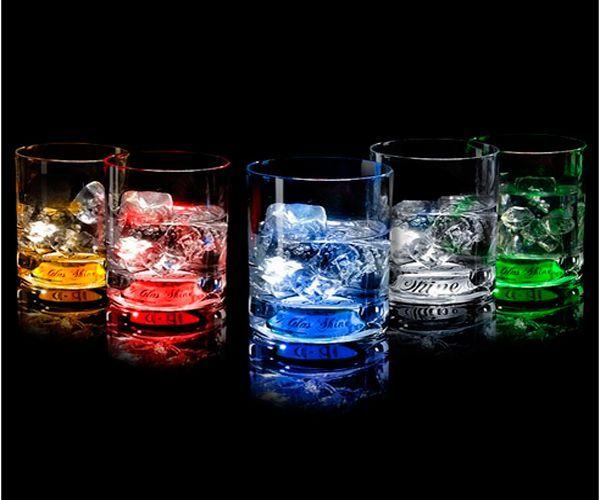 """""""GlasShine"""" — это запатентованная технология, аналогов которой нет в мире. Ее уникальность заключается в методе «включения» подсветки — от прикосновения руки. Интерактивный свет возникает, словно по волшебству, и на первый взгляд кажется необъяснимым — вызывает радостное удивление."""