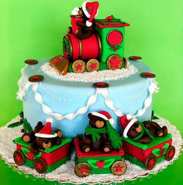 Преимущество второго способа в том, что для покрытия торта не обязательно отделять мастику от полиэтилена. После того, как мастика раскатана до толщины 2-3 мм, достаточно снять верхний лист и перенести мастику на полиэтилене на торт и только тогда, когда мастика уже покрывает торт, отделить полиэтилен от мастики.
