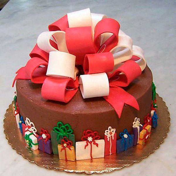Торт, покрытый сахарной мастикой, должен храниться в плотно закрытых герметических коробках или полиэтиленовых пакетах.