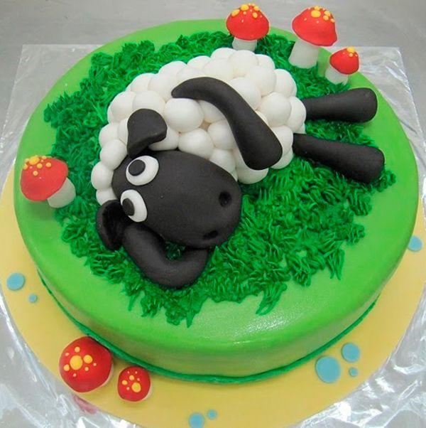 2015 год - год Овечки. Изображение этого милого животного будет очень кстати на новогоднем торте. Овечка сделана из мастики.