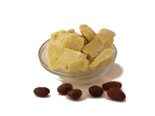 Масло какао – отличное средство от кашля. Сегодня масло какао можно купить в любой аптеке, да и в некоторых кондитерских магазинах. Его принимают растворив в стакане теплого молока (10 г на 200 мл молока).