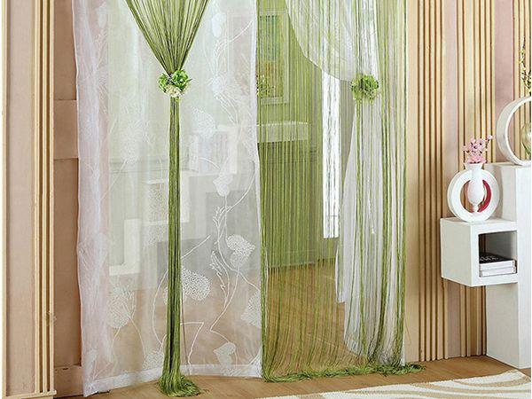Использовать шторы нити в интерьере хорошо на теневой стороне, там, где нет нужды затенять помещение, либо в сочетании с жалюзи или ролл-шторами.