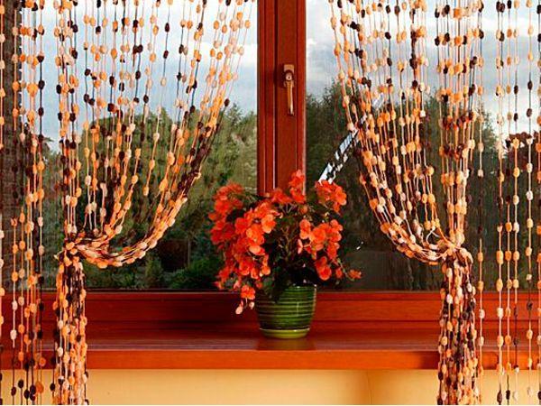 Фактура и цветовая гамма также может сильно различаться, есть однотонные, блестящие, разноцветные шторы с применением металлических нитей.