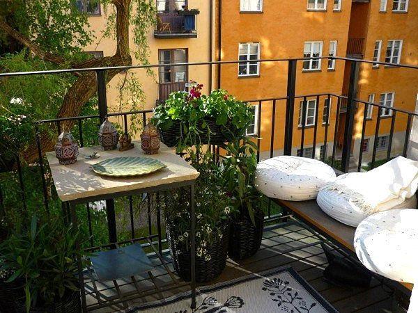 После того как вы выбрали рамы и перед тем как определить, какой у вас будет интерьер балкона, необходимо утеплить полы и стены. Можно значительно сэкономить, используя пенопласт для отделки лоджии своими руками.