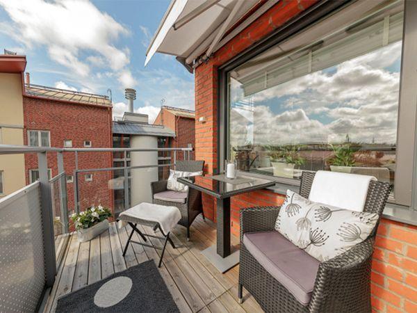 Художникам, портным или другим творческим личностям также необходимо собственное рабочее пространство. Почему бы не сделать его вместо балкона?