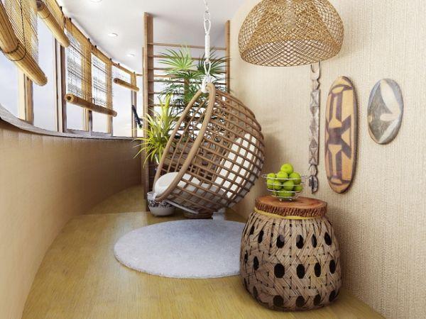 В перекрытом помещении можно разместить мягкую мебель, стационарный или откидной стол. Этот вариант особенно популярен, так же, как и остекление балкона в хрущевке.