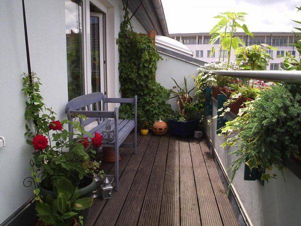 Балконы можно украсить декоративными цветущими или вьющимися цветами. Чтобы весной или осенью на балконе не было прохладно, здесь можно установить отопительные батареи.